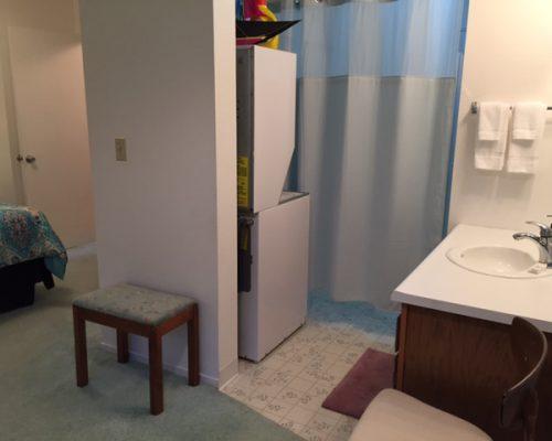109B-Bathroom-with-Curtain-Drawn