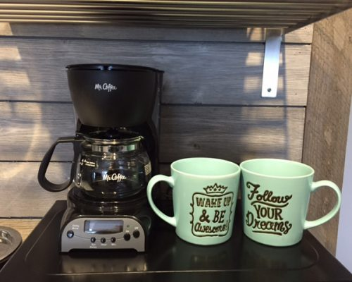 216-Coffee-Maker-and-Cute-Cups