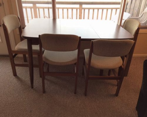 301-Dining-Table-and-Chairs