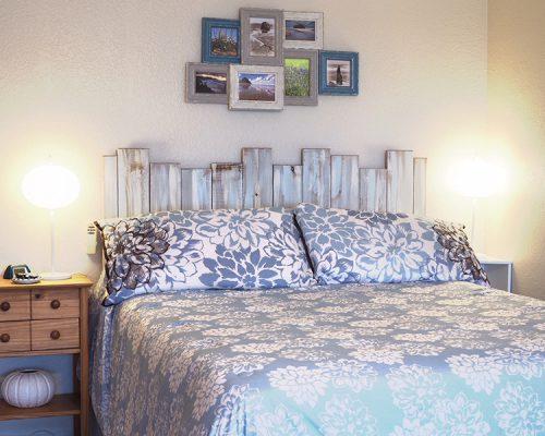 302-Queen-bed