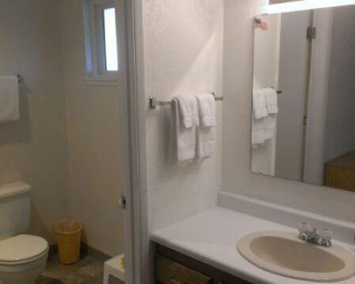 319-Bathroom-on-320-Side