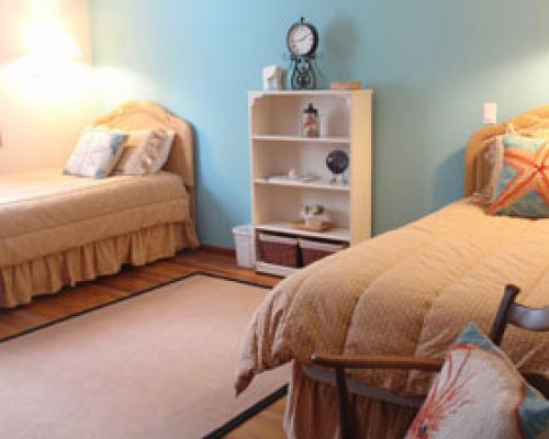 Bedroom-with-Twin-Beds-88
